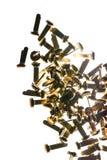 Pilha dos clipes de papel de bronze dos prendedores dos materiais de escritório sobre Foto de Stock Royalty Free