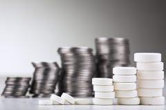 Pilha dos comprimidos brancos Fotografia de Stock