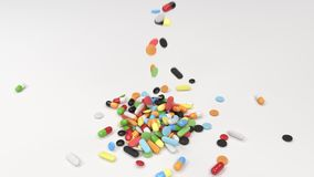 Pilha dos comprimidos coloridos da medicina que caem na tabela ilustração stock