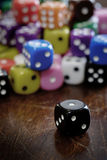 Pilha dos dados para o jogo que joga e que joga jogos de azar Imagem de Stock