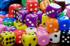 Pilha dos dados para o jogo que joga e que joga jogos de azar Foto de Stock
