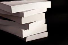 Pilha dos livros isolados no preto Imagens de Stock Royalty Free