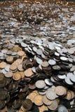 Pilha enorme das moedas fotografia de stock