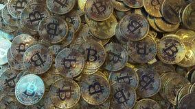 Pilha grande móvel de símbolos do bitcoin filme