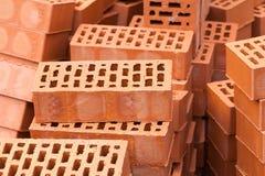 Pilha vermelha das pedras dos tijolos da construção Fotografia de Stock