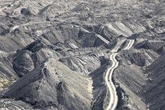 Pilhas da camada do solo em uma mina de carvão Fotografia de Stock