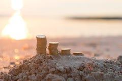 Pilhas da moeda de libra foto de stock royalty free