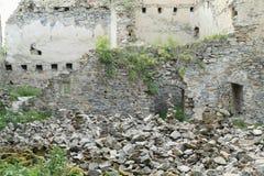 Pilhas da pedra na pedra das meninas do castelo Imagens de Stock