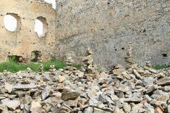 Pilhas da pedra na pedra das meninas do castelo Fotos de Stock