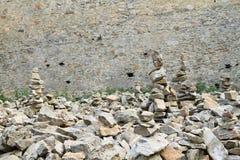Pilhas da pedra na pedra das meninas do castelo Fotos de Stock Royalty Free