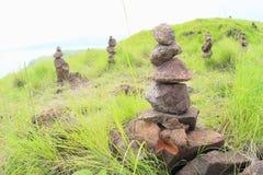 Pilhas da pedra na ilha de Padar fotos de stock