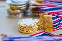Pilhas das medalhas do ouro, do prata, e as de bronze Fotografia de Stock Royalty Free