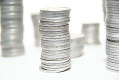 Pilhas das moedas de prata Imagens de Stock