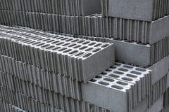 Pilhas de blocos do tijolo para a construção foto de stock royalty free
