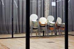Pilhas de cadeiras coloridas Imagens de Stock Royalty Free