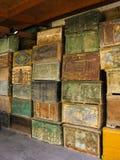 Pilhas de caixas de madeira turcas antigas no armazém Fotografia de Stock Royalty Free