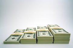 Pilhas de cem contas de dólar Fotografia de Stock
