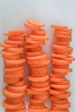 Pilhas de cenouras cortadas Fotos de Stock Royalty Free