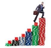 Pilhas de escalada do homem de negócios de microplaquetas Fotografia de Stock
