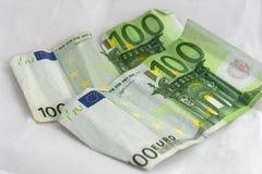 Pilhas de euro- moedas e cédulas Fotos de Stock