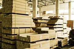 Pilhas de madeira serrada foto de stock