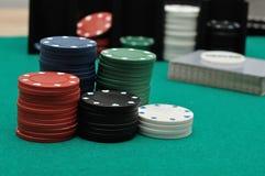 Pilhas de microplaquetas de póquer Fotos de Stock Royalty Free