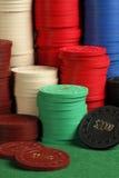 Pilhas de microplaquetas de póquer antigas Imagens de Stock
