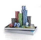 Pilhas de microplaquetas de pôquer em um livro Fotos de Stock