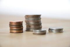 Pilhas de moedas americanas fotos de stock