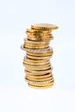 Pilhas de moedas na parte dianteira um fundo branco Imagem de Stock Royalty Free