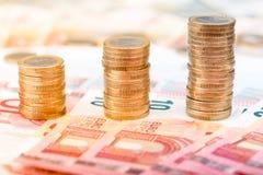 Pilhas de moedas que aumentam em tamanho Imagem de Stock Royalty Free