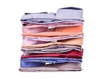 Pilhas de muita roupa colorida Fotografia de Stock Royalty Free