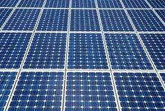Pilhas de painéis solares Imagens de Stock