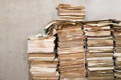 Pilhas de papéis velhos Imagens de Stock