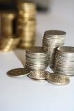 Pilhas de prata cinco moedas do centavo fotografia de stock