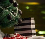 Pilhas de presentes de Natal sob uma árvore de Natal Fotos de Stock