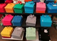 Pilhas de t-shirt fotografia de stock royalty free