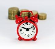 Pilhas de tempo e de dinheiro Foto de Stock