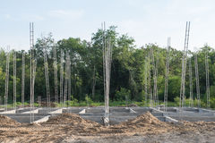 Pilhas do concreto reforçado da construção nova Foto de Stock