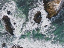 Pilhas do mar da rocha do mexilhão foto de stock royalty free
