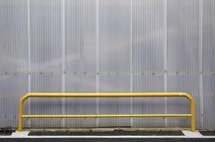 Pilhas do policarbonato da textura com barra amarela Fotografia de Stock
