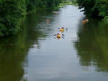 Pilica的划独木舟的人 库存照片