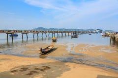 Pilier à la baie de Chalong, Phuket, Thaïlande Photo libre de droits