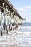 Pilier à la plage de la Caroline, la Caroline du Nord Photo libre de droits
