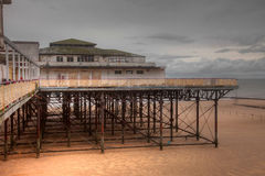 Pilier abandonné de compartiment de Colwyn à marée basse Photo libre de droits