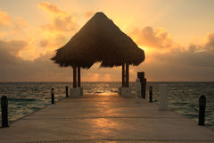 Pilier au lever de soleil photo stock