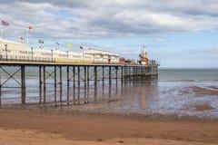 Pilier côtier anglais de plage de station de vacances de bord de la mer images libres de droits