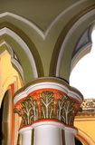 Pilier conçu classique dans le palais de Bangalore images libres de droits