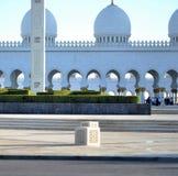 Pilier, dômes et minaret, Sheikh Zayed Mosque Image stock