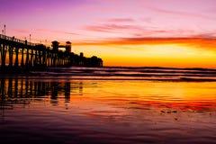 Pilier d'Oceanside au coucher du soleil Image libre de droits